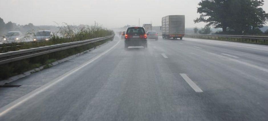 Full Pneus – Como dirigir com segurança na chuva?